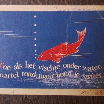 """Postkaart met de tekst tekst """"Doe als het Vischje onder water, Spartel rond maar houd je snater"""""""