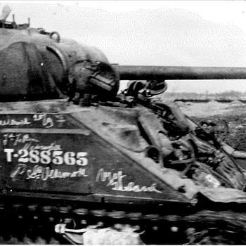 Foto van een tank. Mogelijk gemaakt op de Hoogstraat te Overasselt.