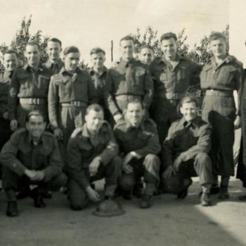 veldmis; Canadese militairen met twee priesters