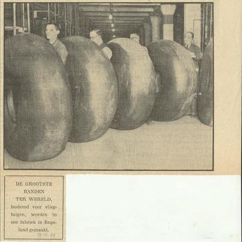 de grootste banden ter wereld bestemd voor vliegtuigen, worden in een fabriek in Engeland gemaakt     19 december 1939