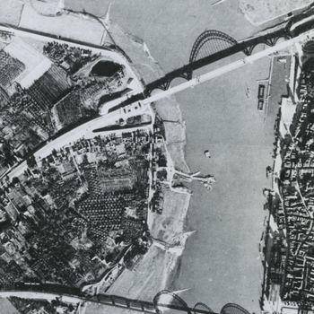 Luchtfoto stadcentrum Nijmegen voor Market Garden.