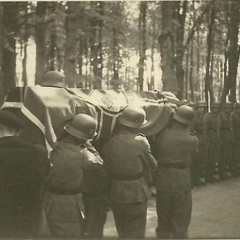 begrafenis Duitse soldaat, stoet nadert begraafplaats