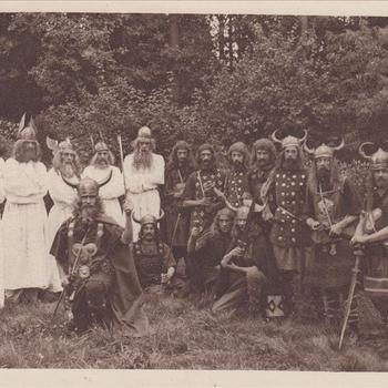 """Fotodruk van """"De Germanen"""" t.g.v. de uitvoering het toneelstuk """"Van Tyrannie tot Vrijheid"""" in 1945 te Terborg."""