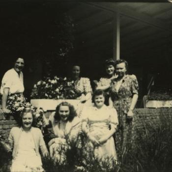 7 jonge vrouwen