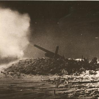 vurend Brits 5.5 inch kanon, 's nachts