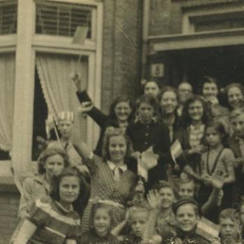 Nederlands Bevrijding; juichende Nederlandse burgers