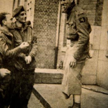 geëvacueerde Britse para's uit Arnhem bij Bisschop Hamer huis