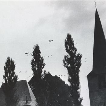 C-47 toestellen boven Groesbeek