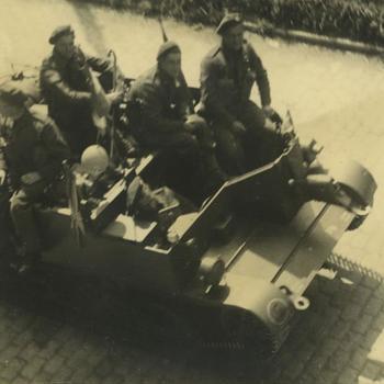 Bren Carrier met 4 man  bemanning
