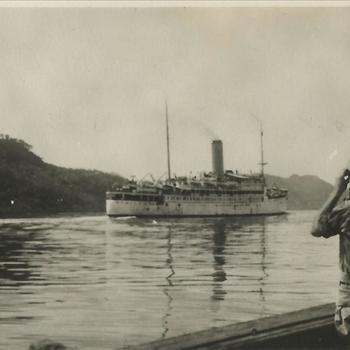Ned. Indië na WO 2; schip, varend, militair, verrekijker