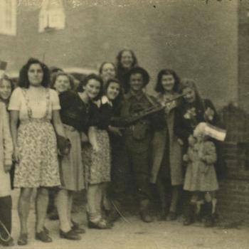 Nederlands Bevrijding; Britse militairen en burgers voor woonhuizen