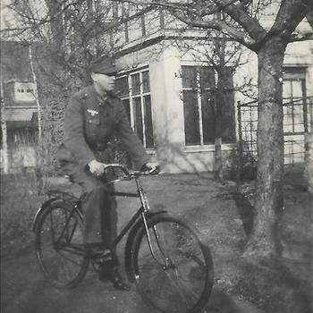 Joseph Göttner, Duitse soldaat, fiets