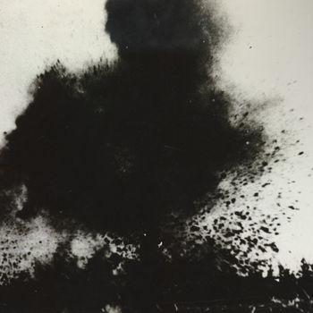 """Exploderende granaat bj soldaat. Tekst achterop: """"Bombardement""""."""