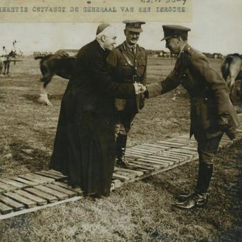 WO I; Kardinaal Bourne bij de Ierse troepen
