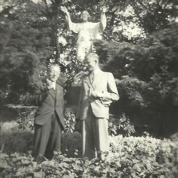 Klooster St. Oedenrode, twee heren, beeld, tuin