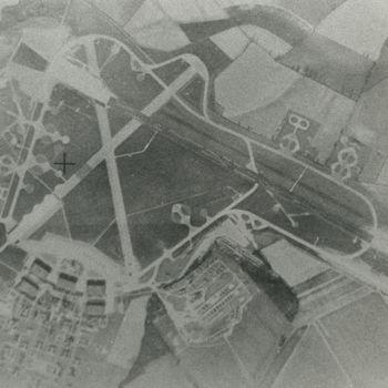 Luchtfoto van vliegbasis in Engeland.