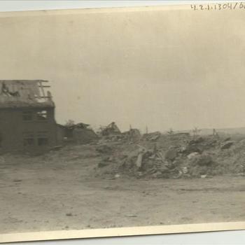 ruïne pastorie en kerk, Ketelstraat, Groesbeek, april 1945