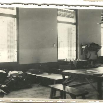 Zaal met tafels, Tjimahi 14 juli 1947, waarschijnlijk KNIL, Nederlands Indië