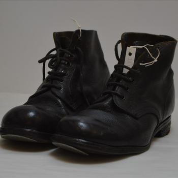 paar zwarte hoge schoenen, Brits