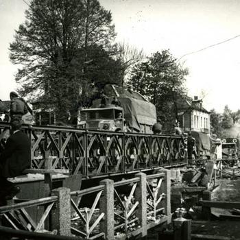 Baileybrug over Apeldoorns-Vierens kanaal, april 1945