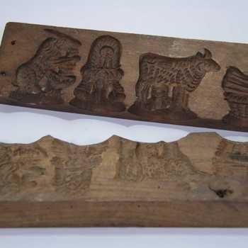 Suikerwerkplank van hout met 4 dierfiguren, o.a. kip, geit, ezel