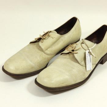 Een paar leren schoenen, van W. Bloemendal roeicoach Olympische Spelen 1968 Mexico