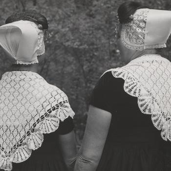 Walcherse plattelandsvrouwen in het Nederlands Openluchtmuseum, 1955