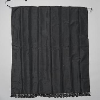 Schuifschort van zwarte tafzijde, Nunspeet, voor 1971