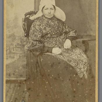 Vrouw in streekdracht uit Etten-Leur, 1870–1878