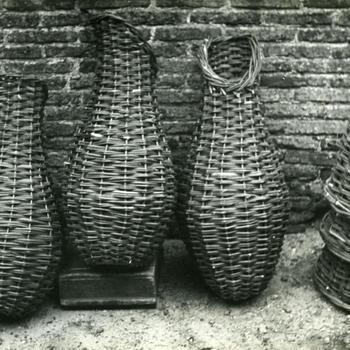 Eendenkorven en manden, Giethoorn, 1947