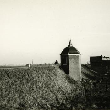 Tuinkoepeltje aan de Waal bij Druten, 1974