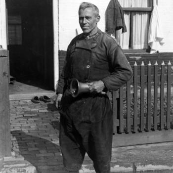 Omroeper Post met bel, Urk, 1943