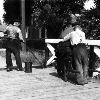 Onderhoud aan een brug, Molkwerum, 1944