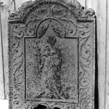 Gietijzeren haardplaat uit Molkwerum, 1944