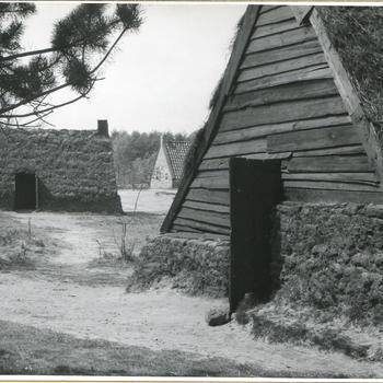 Plaggenhutten in openluchtmuseum Schoonoord, 1967