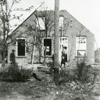 Aalten, 1945, een tijdens de bevrijding verwoest huis