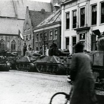 Aalten, 1945,  bevrijders op de Markt