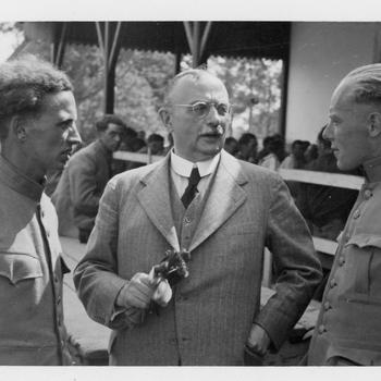 Aalten, juni 1940, Burgemeester Monnik met teruggekeerde Nederlandse krijgsgevangenen