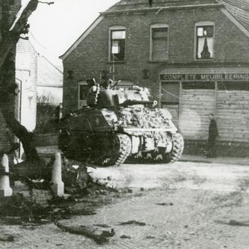 Aalten, 1945, de eerste Engelse tank op de Haartsestraat