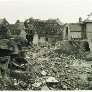 Aalten, 1945, bombardement hoek Bredevoortsestraat-Prinsenstraat