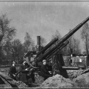 Aalten, 1945, geschut bij boerderij 'Roehof' in het buurtschap Dale