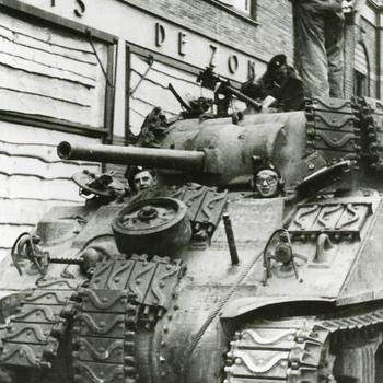 Aalten, 1945, Engelse tank in de Bredevoortsestraat