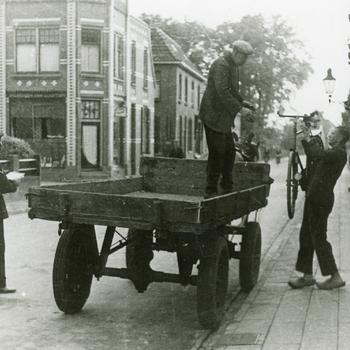 Aalten, 1942, fietsenvordering  in het dorp