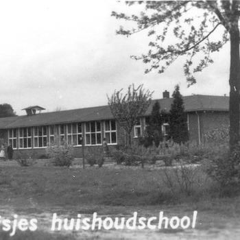 Lager Huishoud- en Nijverheidsonderwijs Derk Brouwerschool