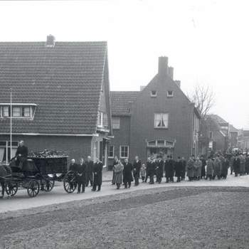 Begrafenis van M.B. Alofs
