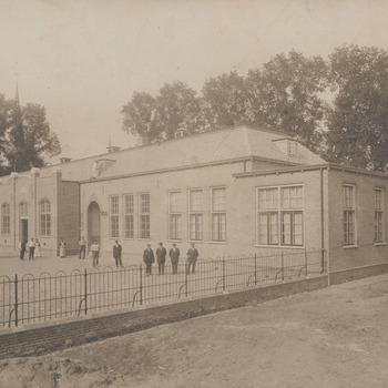 M.U.L.O. St. Janskerkhof. School voor M.U.L.O. gebouwd in 1915. Later Postmaschool O.L.