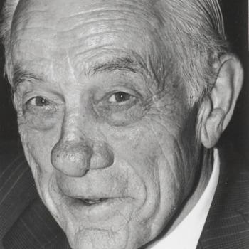 Dhr. J.D. Vogelzang, fracievoorzitter P.V.D.A. Buren, raadslid Buren gemeentegids 1996-97.