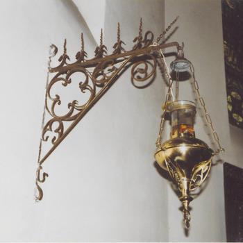 Godslamp geelkoper, neogotiek. H. Gregoriuskerk Buren.