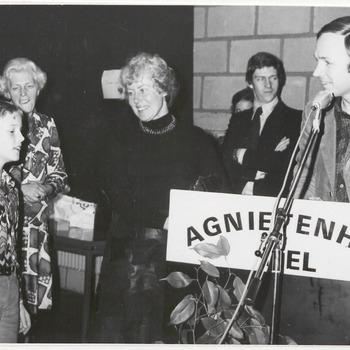 Waarschijnlijk opening boekenweek in Schouwburg Agnietenhof, dhr. Jan Terlouw