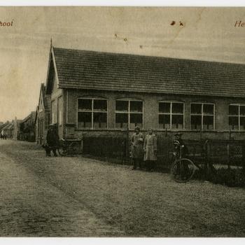 Een prentbriefkaart van de Bijzondere School te Heukelum